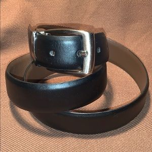 Almost new leather classic belt w/buckle